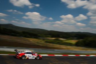 #31 Frikadelli Racing Team Porsche 911 GT3 R: Norbert Siedler, Lance David Arnold