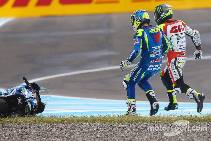Choque de Aleix Espargaró, Team Suzuki MotoGP, Cal Crutchlow, Team LCR Honda crash