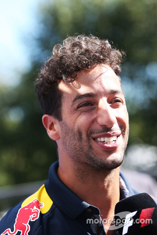 Daniel Ricciardo, Red Bull Racing con i media