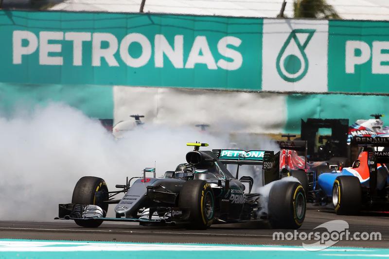 ... dreht WM-Spitzenreiter Rosberg um. Der kann weiterfahren, aber ...