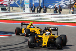 Kevin Magnussen, Renault Sport F1 Team RS16 voor teamgenoot Jolyon Palmer, Renault Sport F1 Team RS1