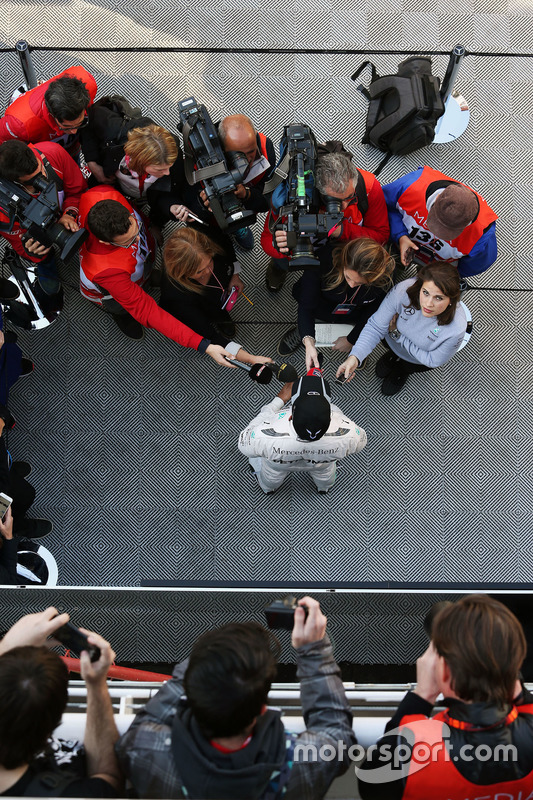 Lewis Hamilton, Mercedes AMG F1 Team, met de media