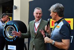 Sean Bratches, Formula One Managing Director, operazioni commerciali, Roberto Boccafogli, Capo delle Comunicazioni F1 Pirelli e Mario Isola, Direttore Sportivo Pirelli alla presentazione delle Pirelli 2018