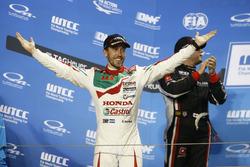 Подиум: победитель Эстебан Герьери, Honda Racing Team JAS