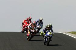 Valentino Rossi, Yamaha Factory Racing; Nicky Hayden, Repsol Honda Team