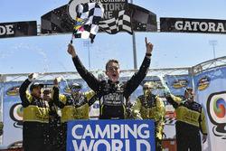 John Hunter Nemechek, NEMCO Motorsports, Chevrolet Silverado celebrates