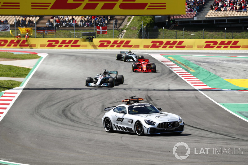 Safety Car di depan Lewis Hamilton, Mercedes AMG F1 W09