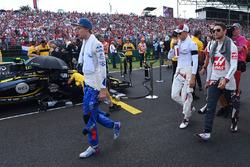 Pierre Gasly, Scuderia Toro Rosso, Marcus Ericsson, Sauber and Romain Grosjean, Haas F1 on the grid