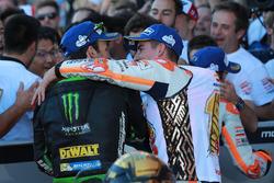 Johann Zarco, Monster Yamaha Tech 3, Marc Marquez, Repsol Honda Team dans le Parc Fermé