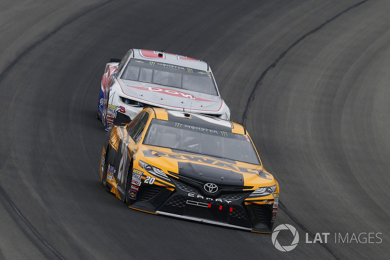 Erik Jones, Joe Gibbs Racing, Toyota Camry DeWalt e Austin Dillon, Richard Childress Racing, Chevrolet Camaro Dow Salutes Veterans