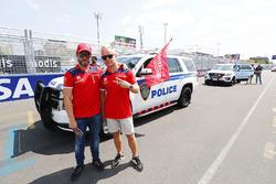 Nick Heidfeld, Mahindra Racing, Felix Rosenqvist, Mahindra Racing, lors de la parade des pilotes