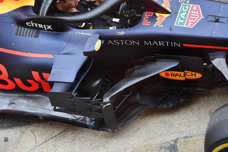 Red Bull Racing RB14 pontón y barcaza