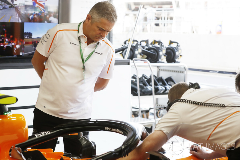 Gil de Ferrarn, Sporting Director, McLaren, dans le garage