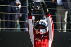 Winnaar Sebastian Vettel, Ferrari, in Parc Ferme