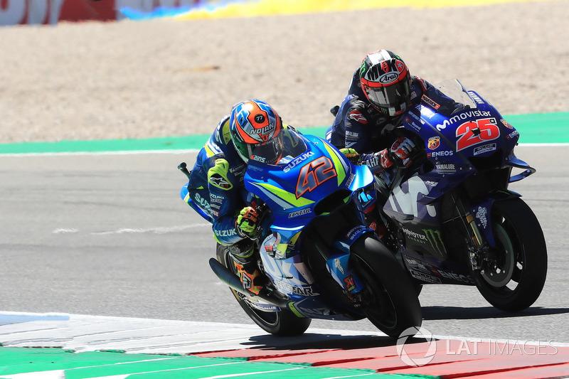 Renn-Action: Alex Rins, Team Suzuki MotoGP, Maverick Viñales, Yamaha Factory Racing
