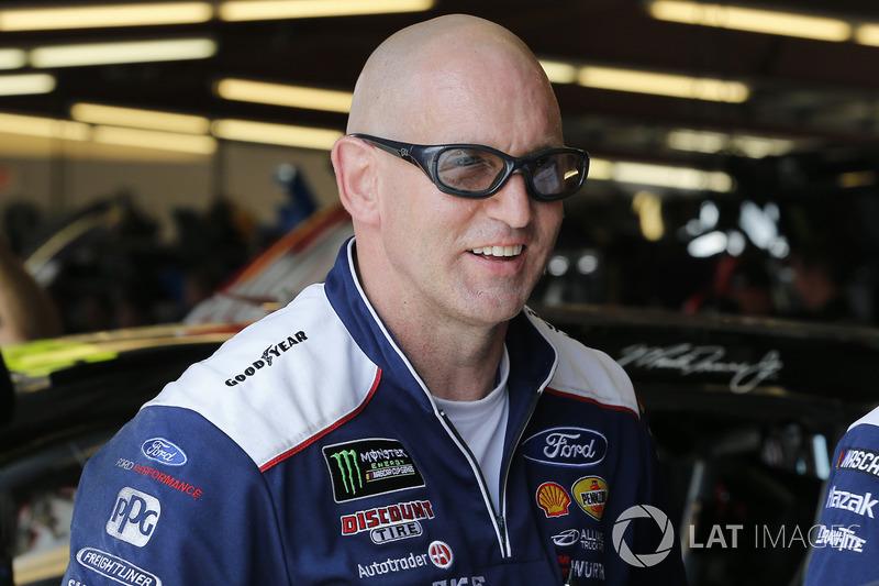 Steve Canning, membro della crew di Brad Keselowski, Team Penske, Ford Fusion Stars, Stripes, and Lites