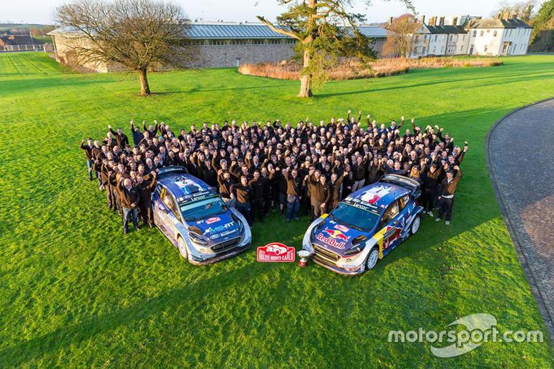 Sébastien Ogier, Julien Ingrassia, M-Sport, Ford Fiesta WRC, Ott Tänak, Martin Järveoja, M-Sport, Ford Fiesta WRC celebran con el equipo