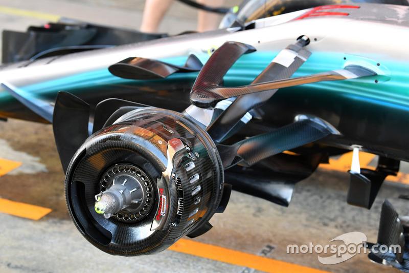 Mercedes-Benz F1 W08  front wheel hub