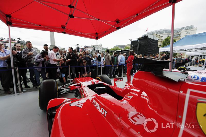 Fans di tenda Ferrari