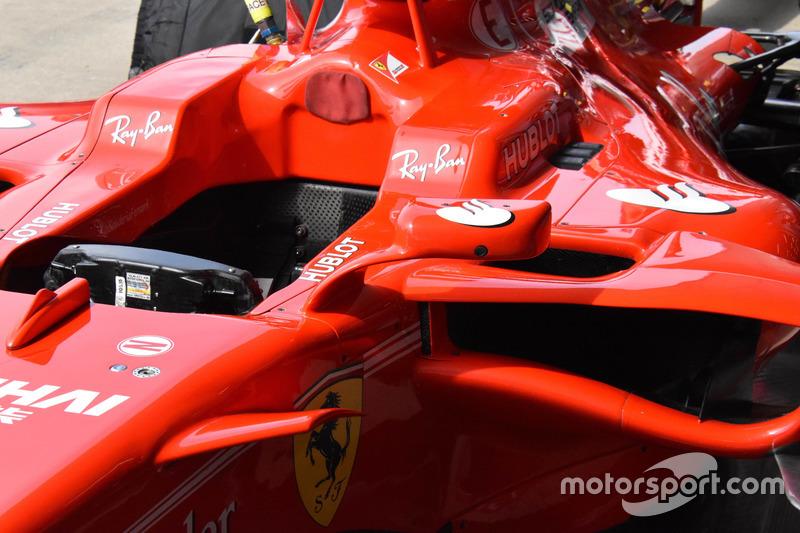 Espejo en el Ferrari SF70H de Kimi Raikkonen