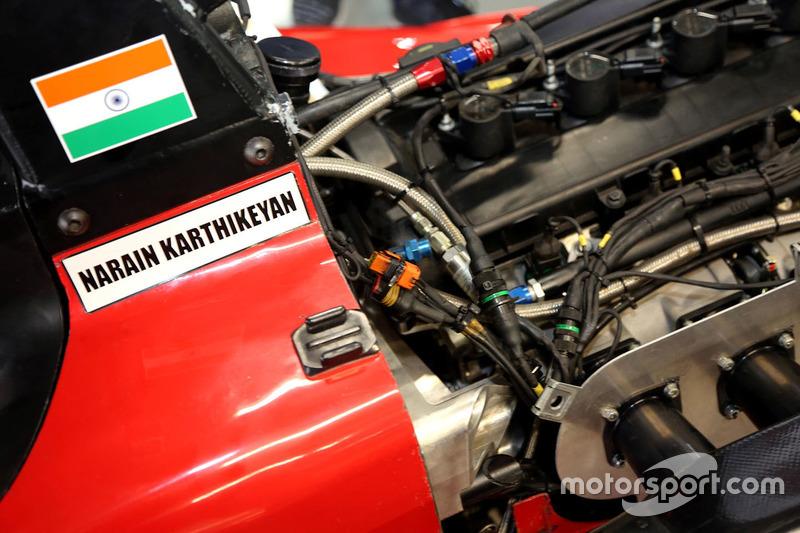 Detalle del coche Narain Karthikeyan