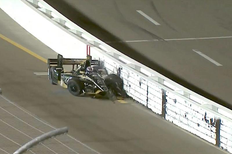 Crash: J.R. Hildebrand, Ed Carpenter Racing, Chevrolet (Screenshot)