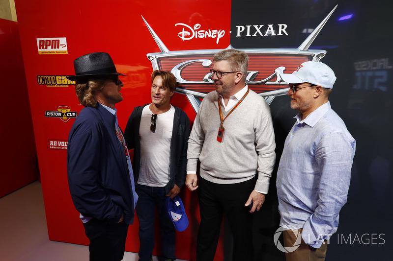 Ross Brawn, Formel-1-Motorsportchef, mit Owen Wilson, Schauspieler, und Woody Harrelson, Schauspieler