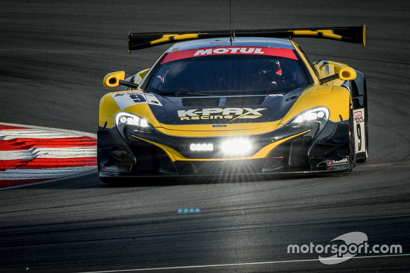 #9 Flying Lizard Motorsports / K-PAX Racing McLaren 650 S GT3: Alvaro Parente, Shane Van Gisbergen, Côme Ledogar