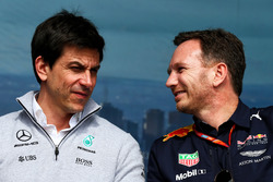 Toto Wolff, Mercedes-Sportchef, mit Christian Horner, Red Bull Racing