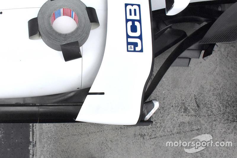 Williams FW40 збоку