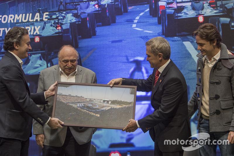 Alejandro Agag, CEO Fórmula E, José Abed, Vice presidente FIA México, Miguel Angel Mancera, Gobernad