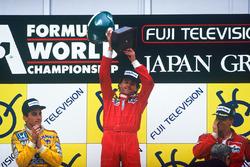 Подиум: победитель Герхард Бергер, Ferrari, второе место – Айртон Сенна, Lotus, третье место – Стефан Йоханссон, McLaren