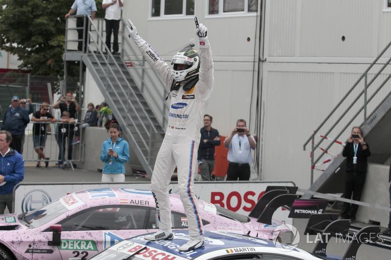 Після рестарту гонку виграв Максим Мартен