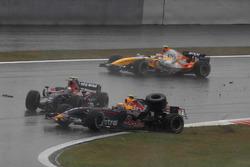 Crash, Sebastian Vettel, Toro Rosso STR02, Mark Webber, Red Bull Racing RB3