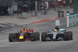 Lewis Hamilton, Mercedes AMG F1 W08, battles, Max Verstappen, Red Bull Racing RB13