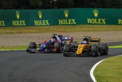 Джолион Палмер, Renault Sport F1 RS17, и Пьер Гасли, Scuderia Toro Rosso STR12