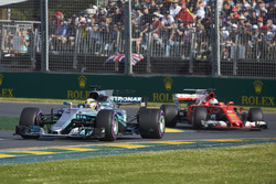 Lewis Hamilton, Mercedes AMG F1 W08 y Sebastian Vettel, Ferrari SF70H