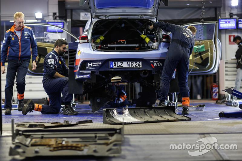 Сервис: i20 Coupe WRC Хейдена Пэддона и Себастьяна Маршала