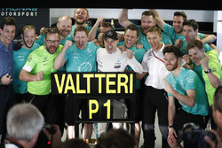Valtteri Bottas, Mercedes AMG F1, Toto Wolff, Executive Director Mercedes AMG F1 and the team