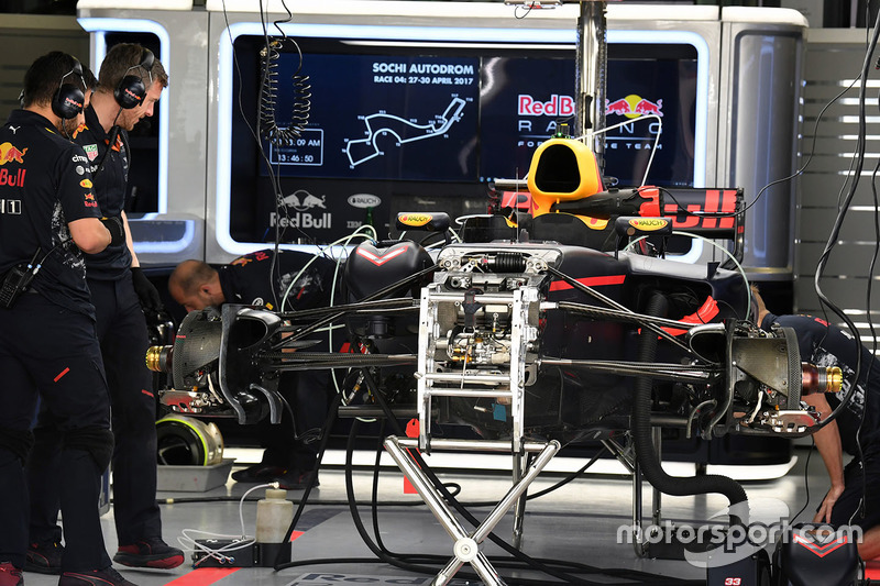 Detalle chasis y frenos delanteros del Red Bull Racing RB13