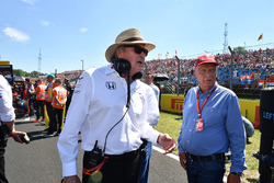 Niki Lauda, Mercedes AMG F1 W08 Non-Executive Chairman and Mansour Ojjeh, TAG on the grid