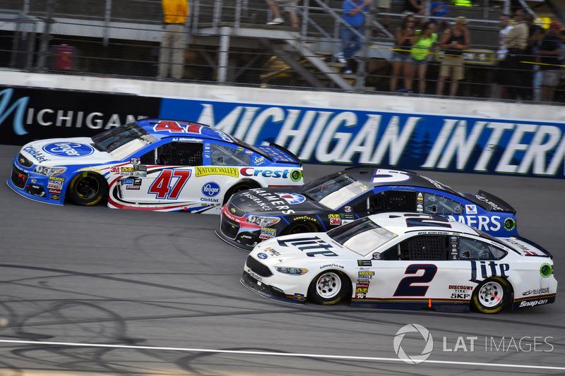 Brad Keselowski, Team Penske Ford, Kasey Kahne, Hendrick Motorsports Chevrolet, A.J. Allmendinger, JTG Daugherty Racing Chevrolet