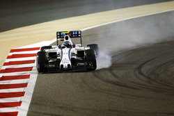 Valtteri Bottas, Williams FW38 locks up under braking