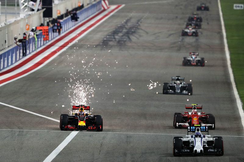 Daniel Ricciardo, Red Bull Racing RB12 en Kimi Raikkonen, Ferrari SF16-H