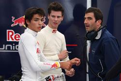 Carlos Sainz Jr., Michael Lewis