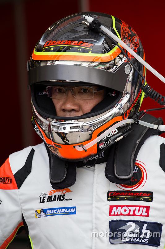 #58 Clearwater Racing Ferrari 458 Italia: Мок Вен Сун