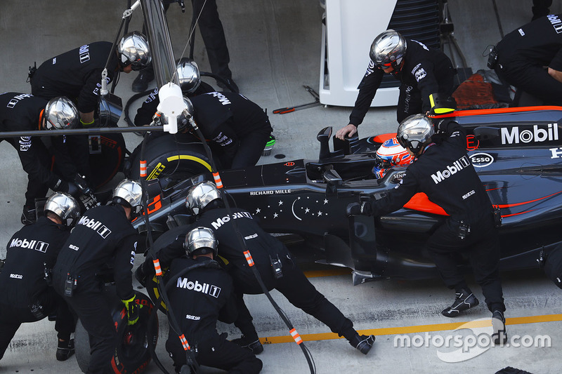 Jenson Button, McLaren MP4-31 pit stop