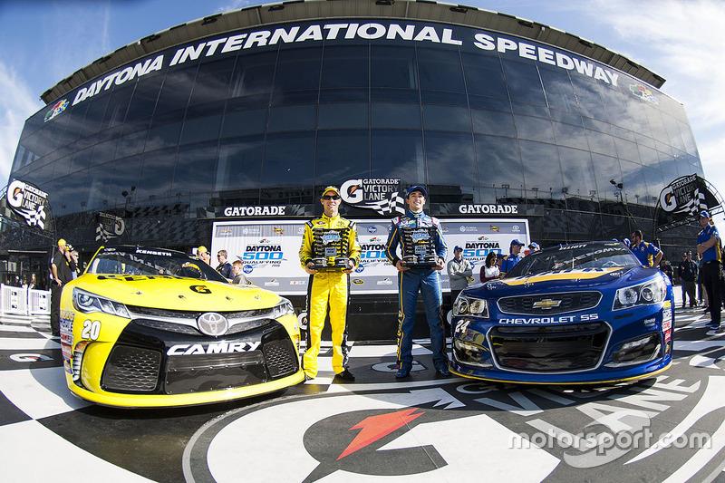 3. Frontrow: polesitter Chase Elliott, Hendrick Motorsports Chevrolet, second place Matt Kenseth, Joe Gibbs Racing Toyota