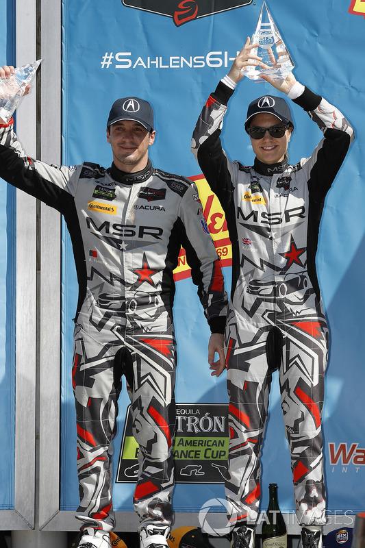 #86 Michael Shank Racing con Curb-Agajanian Acura NSX, GTD: Katherine Legge, Alvaro Parente, podio