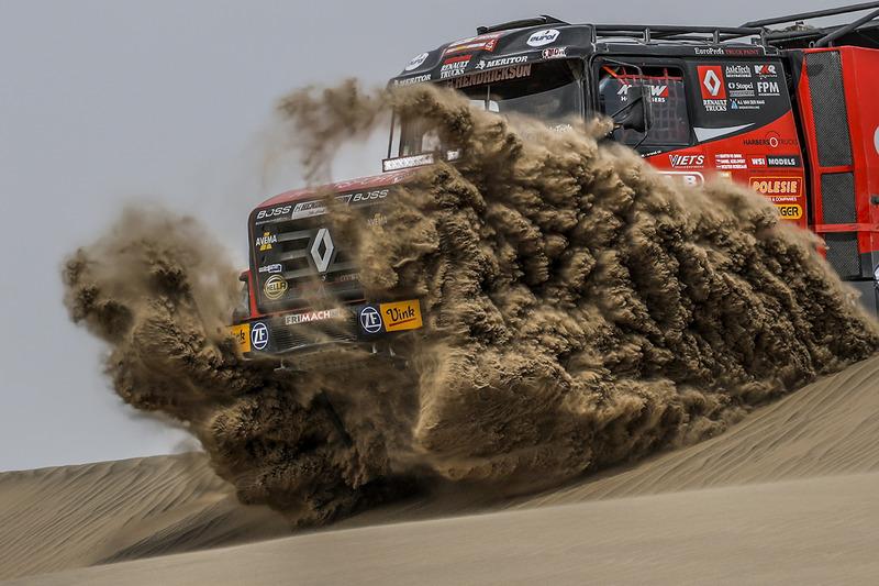 Мартин ван ден Бринк, Ваутер Росегар и Даниэл Козловски, Mammoet Rallysport, Renault CBH 385